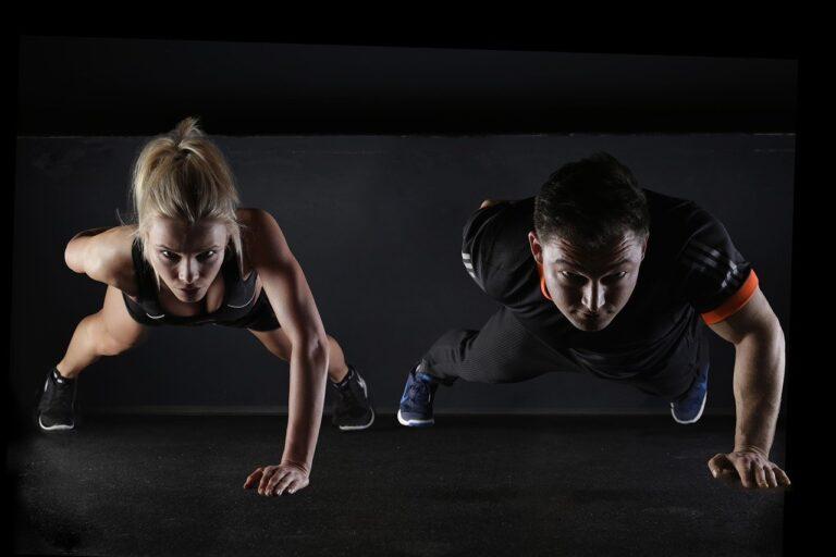 man, woman, push-ups-2264825.jpg